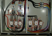 Отключается автомат. Надежные системы защиты от замыкания оберегут Ваш дом от пожара.