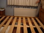 Отремонтировать кровать. Закрепленное основание кровати.