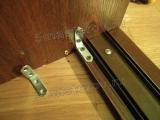 Отремонтировать шкаф. Ремонт шкафа-купе. Необходимо было заменить направляющие и закрепить стенку шкафа к полу.