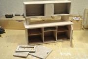 Починка мебели. Старый шкаф во время ремонта. Укрепление корпуса, покраска.