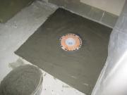 Подключение душевой кабины. Перед установкой поддона душевой кабины необходимо тщательно подготовить пол и подключиться к системе канализации.