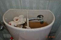 Подсоединение унитаза. Подсоединение бачка унитаза к  водопроводным трубам.