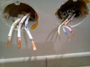 Поиск скрытой проводки. В поиске и прокладке кабеля существенную помощь могут оказать специалисты-электрики.