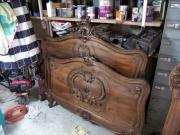 Покрасить кровать. Старинная кровать до покраски и реставрации.