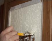 Покраска мебели из дерева. Нанесение краски кисточкой может либо испортить внешний вид мебели либо украсить её, в том случае если это осуществляется профессионально.