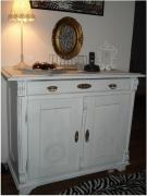 Покраска мебели из дерева. Покраска мебели из дерева может быть укрывной, то есть скрывающей настоящий цвет дерева или полностью меняющей цвет изделия, или прозрачной.