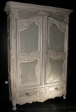 Покраска шкафа. Старинный шкаф до покраски. Части декора сохранены хорошо.