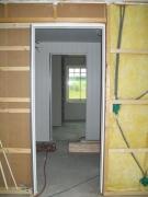 Прокладка проводки в квартире. Прокладка проводки подразумевает следующие главные операции: разметку точек монтажа токоприемников, выключателей и штепсельных розеток.