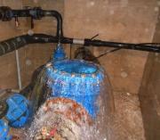Прорвало канализацию. Для устранения засоров и прочистки канализационных труб мы используем ряд мер, таких как видеодиагностика трубопровода и очистка труб и колодцев канализации гидродинамическим и механическим способами.