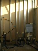 Проводим проводку. Электропроводка в санузле должна выдерживать подключение большого количества бытовых приборов.