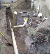Расценки на монтаж канализации. Прокладка труб в траншеи - один из этапов организации системы канализации.
