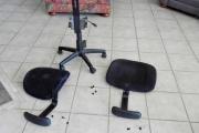 Разборка кресла. Этап отсоединения подлокотников.