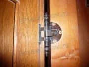 Регулировка петель. Регулировка петли на дверцах старого шкафа.