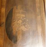 Реконструкция мебели. Декор на двери старинного немецкого шкафа. Вид до реконструкции.