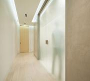 Ремонт 3 х комнатной квартиры. Отделка коридора в 3-х комнатной квартиры с встроенным шкафом-купе.