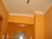 Ремонт 4 х комнатной квартиры. Отделка потолка в классическом стиле выполнена нашими мастерами безупречно.