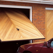 Ремонт автоматических ворот. Подъемно-поворотные ворота все чаще используют владельцы гаражей.