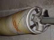 Ремонт автоматических гаражных ворот. Большинство гаражных ворот оснащены пружинами.