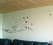 Ремонт четырехкомнатной квартиры. Разная цветовая отделка потолка и стен придает комнате особенный комфорт.
