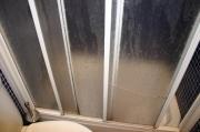 Ремонт душевых кабинок. Из-за повышенной влажности и качества воды происходит коррозия деталей душевой кабинки.