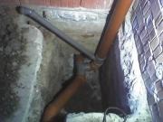 Ремонт канализационных труб. Пластиковые трубы при повреждении поверхности трубы ремонту в общем случае не подлежат. Лучше заменить участок поврежденной трубы.