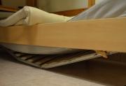 Ремонт корпусной мебели на дому. Для ремонта поломанной кровати пригласите нашего мастера на дом.