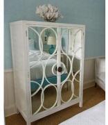 Ремонт корпусной мебели. Старый шкаф после замены старых дверей на зеркальные, приобрел стильный, современный вид.