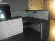 Ремонт кухни под ключ. Этап отделки зон кухни плиткой.