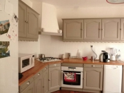 Ремонт кухонной мебели на дому. Кухня после покраски выглядит стильно и современно.