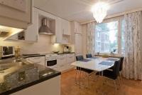 Ремонт квартир — цены, смета. Капитальный ремонт кухни предполагал полную замену труб водоснабжения, укладку линолеума и отделку потолка моющимися панелями.