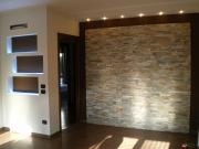 Ремонт квартир цены. Прихожая после ремонта. Оригинальная отделка стены и подсветка делает прихожую очень стильной.