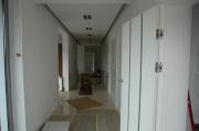 Ремонт квартир и офисов. Монтаж потолка и укладка полового покрытия в офисе.