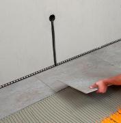Ремонт квартир п 44. Укладка плитки на пол выполняется на предварительно выровненный пол, также наши мастера могут провести установить дополнительные розетки и выключатели.