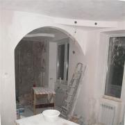 Ремонт квартир под ключ новостройка. Разделение кухни на зоны гипсокартонной аркой.