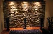 Ремонт квартир расценки Москва. Отделка стен может быть произведена натуральным камнем или панелями под натуральный камень.