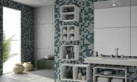 Ремонт квартир в Бутово парк. Отделка стен ванной мозаичной плиткой - это современно и стильно.
