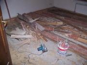 Ремонт квартир в Митино. Демонтаж старого пола и выравнивание поверхности перед укладкой нового напольного покрытия - обязательная часть капитального ремонта.