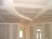 Ремонт квартир в Москве. Красивый потолок - неотъемлемая часть современного интерьера. Потолок в процессе реконструкции.