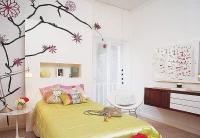 Ремонт квартир в ЮЗАО. Спальня с нишей из гипсокартона и оригинальным оформлением стен.