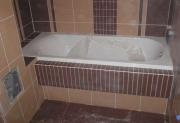Ремонт квартиры в Тушино. Ванная комната во время отделки плиткой.