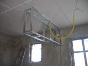 Ремонт малогабаритной однокомнатной квартиры. В однокомнатной квартире можно сделать универсальный светильник, который будет освещать две части комнаты и зрительно разделять ее на зоны.