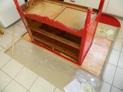 Ремонт мебели цены. Замена столешницы на новую у старого кухонного стола.