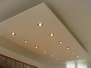 Ремонт однокомнатной квартиры, цена. Современные дизайнеры предлагают различные варианты отделки потолка.