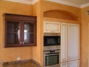 Ремонт однокомнатной квартиры под ключ. Встроенные шкафы - оптимальное решение для экономии пространства на кухне.