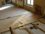 Ремонт пола в квартире. Укладка деревянного пола - частая услуга, которую выполняют наши специалисты.