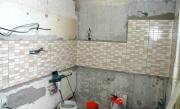 Ремонт проводки. В ванной комнате, как правило подключается стиральная машина, душевая кабина и другие электроприборы, поэтому особое внимание стоит уделить надежности проводки.