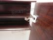 Ремонт шкафов купе. Сломанный пластиковый уголок на боковой стенке шкафа купе