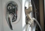 Ремонт смесителя душевой кабины. Не старайтесь починить смеситель душевой кабины самостоятельно. Пригласите мастера!