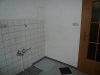 Ремонт типовых квартир. В кватирах старой постройки обязательно при ремонте следует заменить трубы канализации и водоснабжения, а также электропроводку.