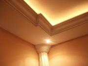 Ремонт трехкомнатной квартиры. Красивая подсветка потолка и качественная отделка стен в пастельных тонах, придает особый уют.